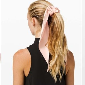 NWT Lululemon Uplifting Scrunchie Flow Misty Pink